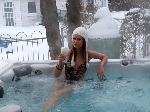 Sexy Snow Bunny Spotting (30 Pics)