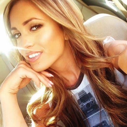 15 Beautiful Girls Taking Car Selfies