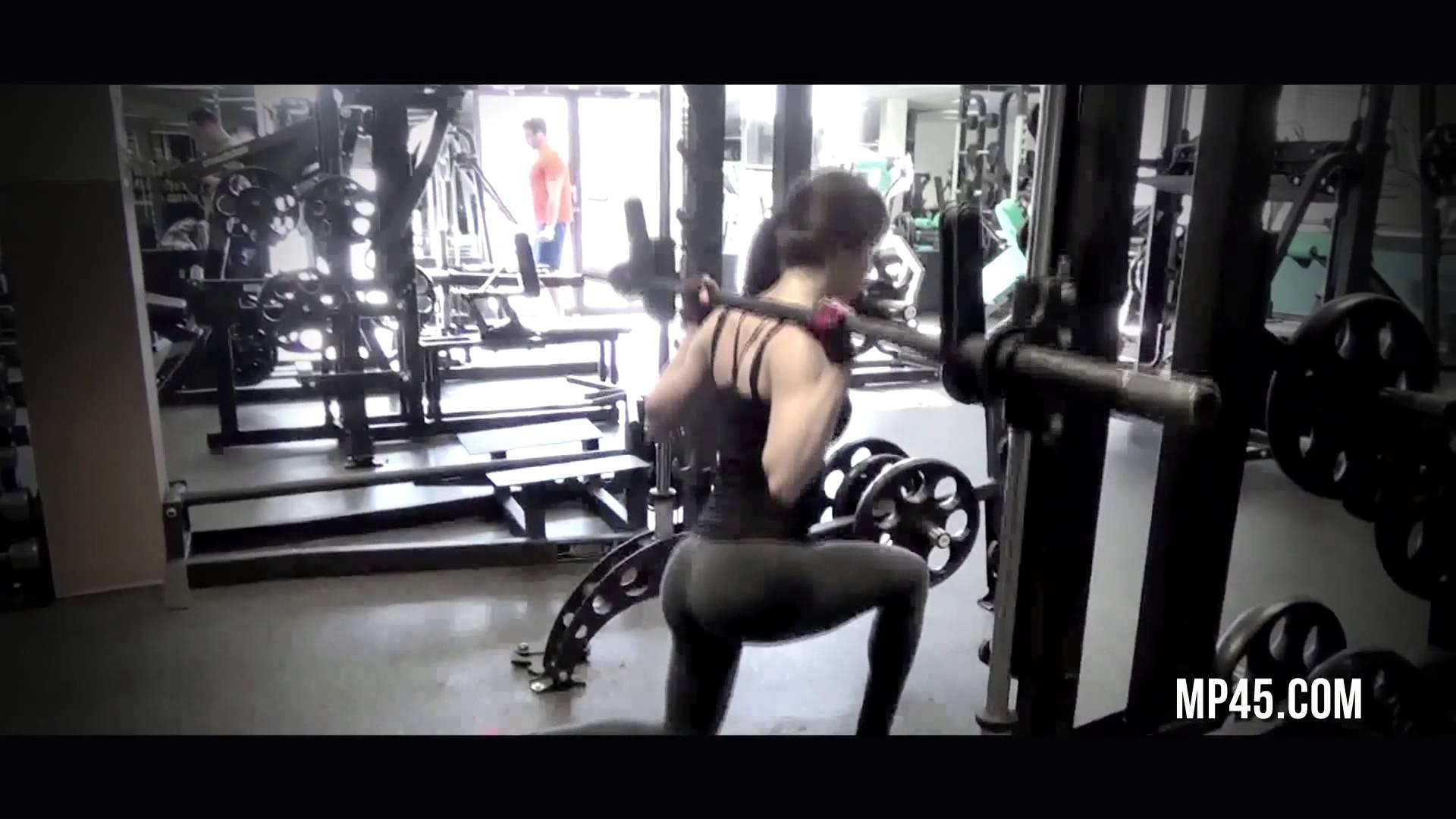 Yoga Pants Queen: Jen Selter in Action (Watch)
