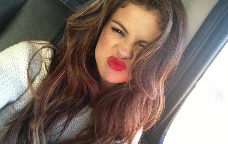 30 Hot Celebrity Female Selfies
