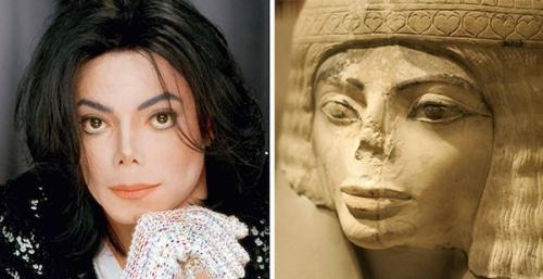 Image Michael-Jackson-and-this-Egyptian-statue.jpg