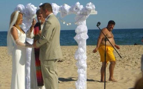 Image wedding_photo-bomb-1.jpg