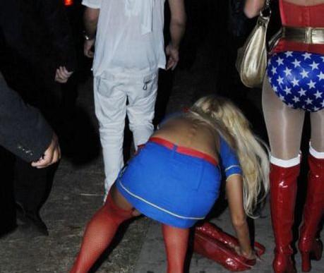 Celebrity Falls Turning Into Celebrity Fails (15 Pics)