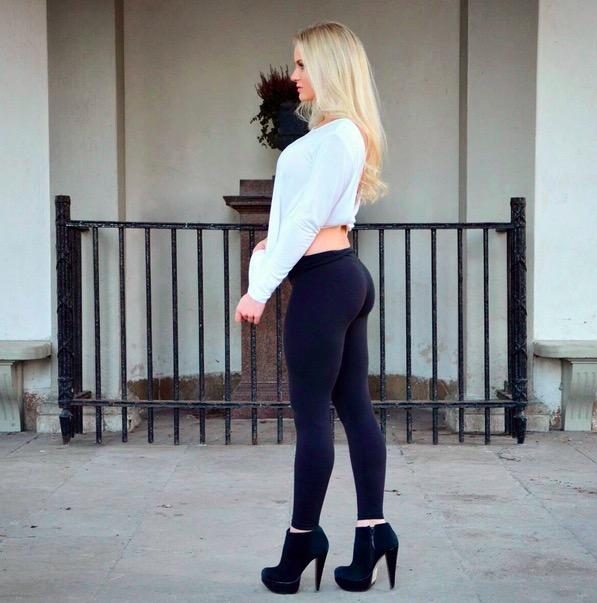 Women in Yoga Pants 14