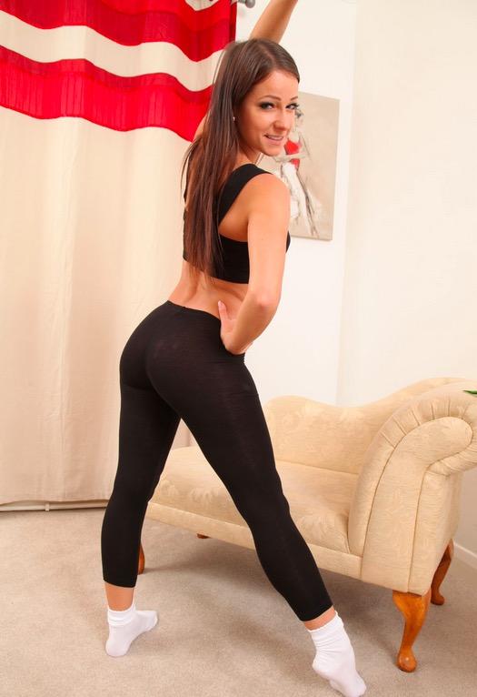 Women in Yoga Pants 18