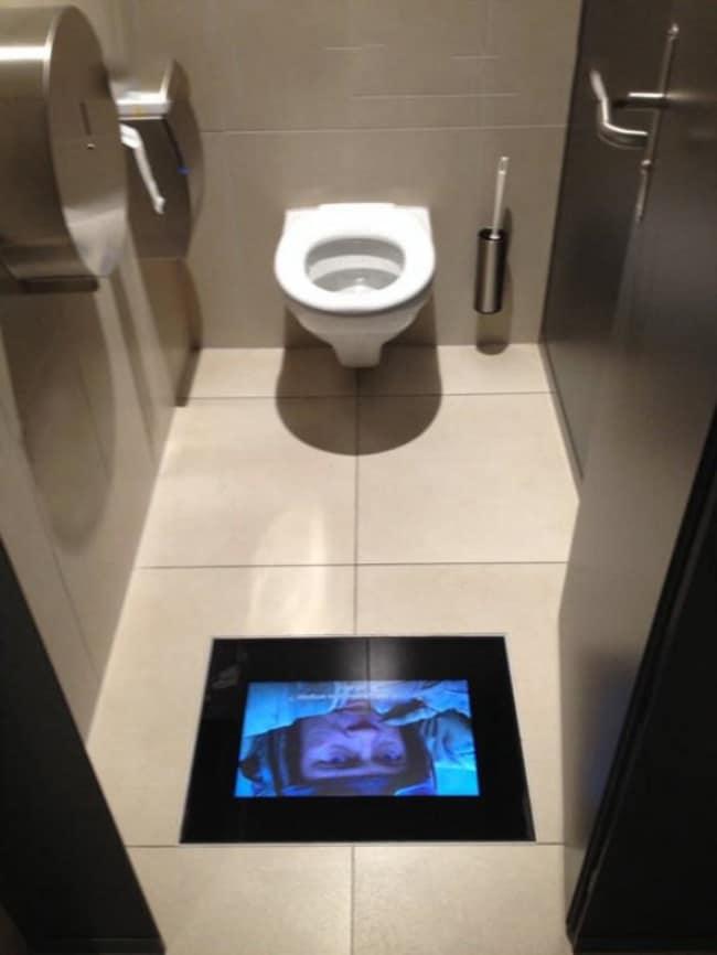 cinema-toilet