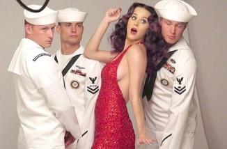 Hottest Celebrity Sideboob on the Web (35 Pics)