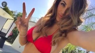 Stunningly Sexy Snapchat Selfies (40 Pics)