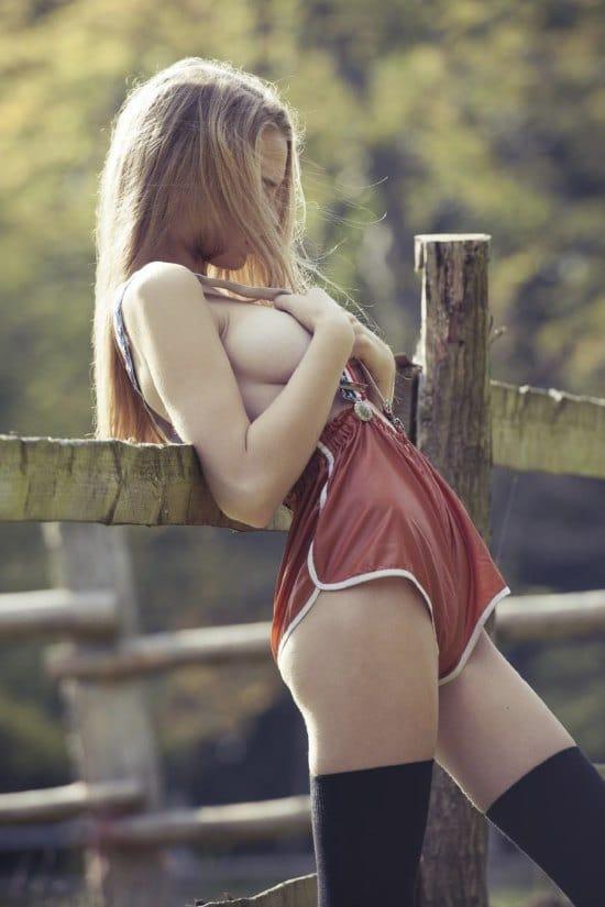 Sideboob Pics 7