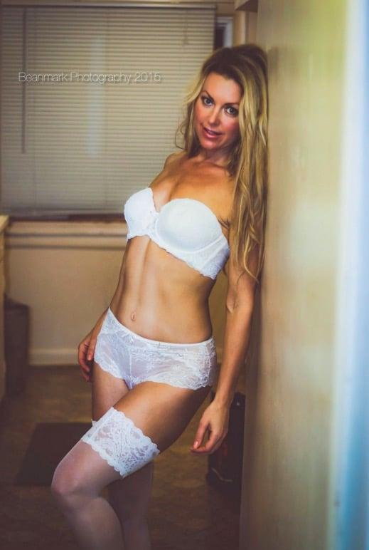 Sexy Cougar Pics 9