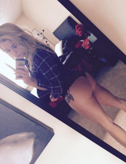 Amateur Girls in Thongs 21