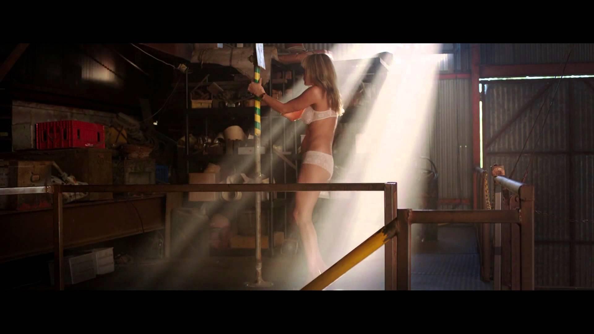 Cameron Diaz vs Jennifer Aniston in Sexy Watch (Watch)