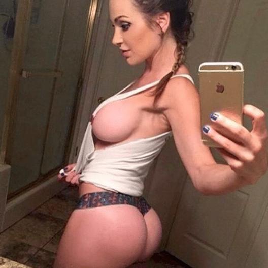Hot Sideboob Selfies