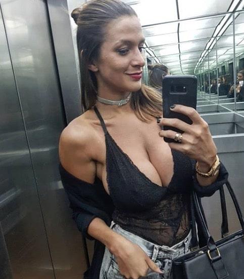 Giselle Gomez Cleavage Selfie