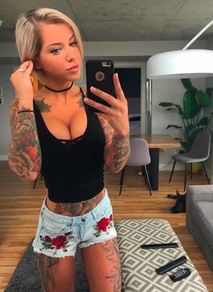 Smoking Hot Tattooed Girls