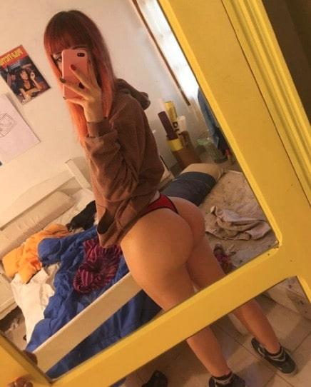 Plump Butt in Thong Selfie